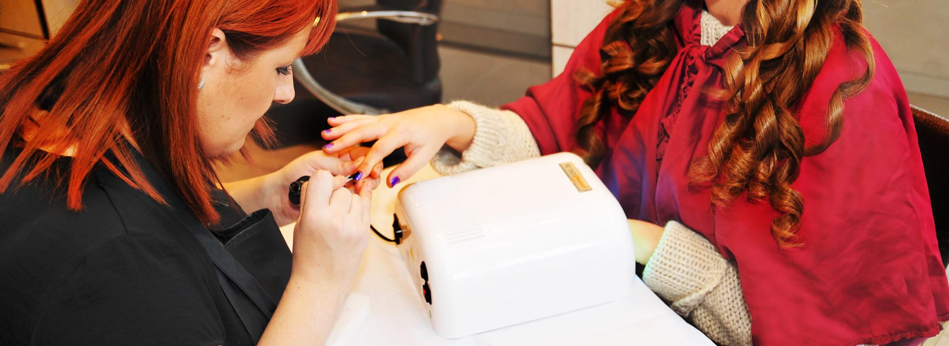 Ingrijire unghii manichiura pedichiura